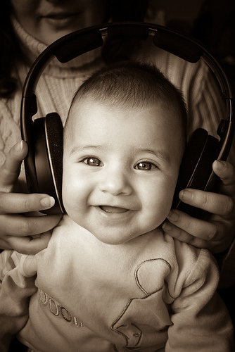 Playing Music While Pregnant May Help Your Child's Hearing