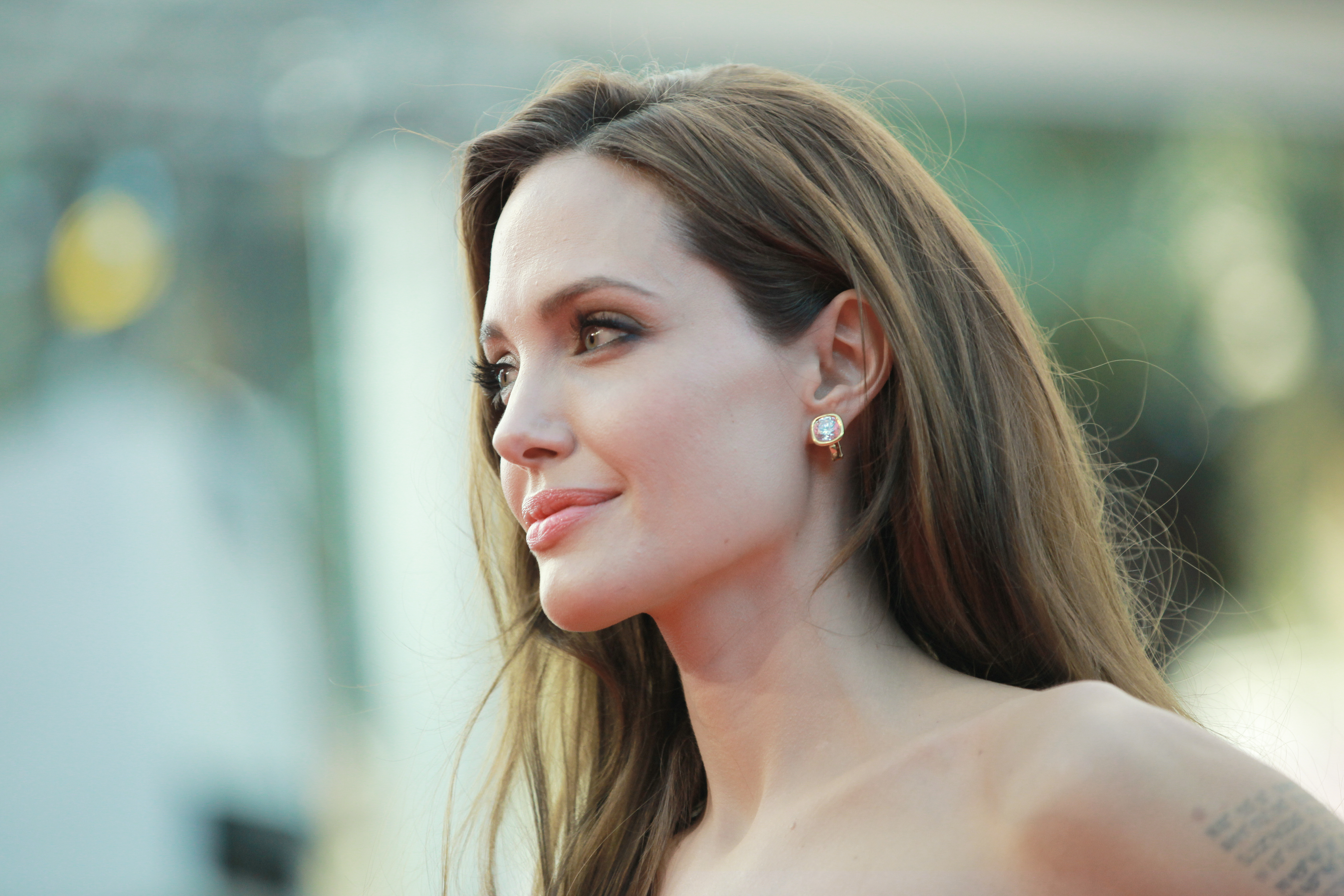 The 'Angelina Jolie Effect': Cancer Tests Among Women Doubled After The Celebrity's Double ...