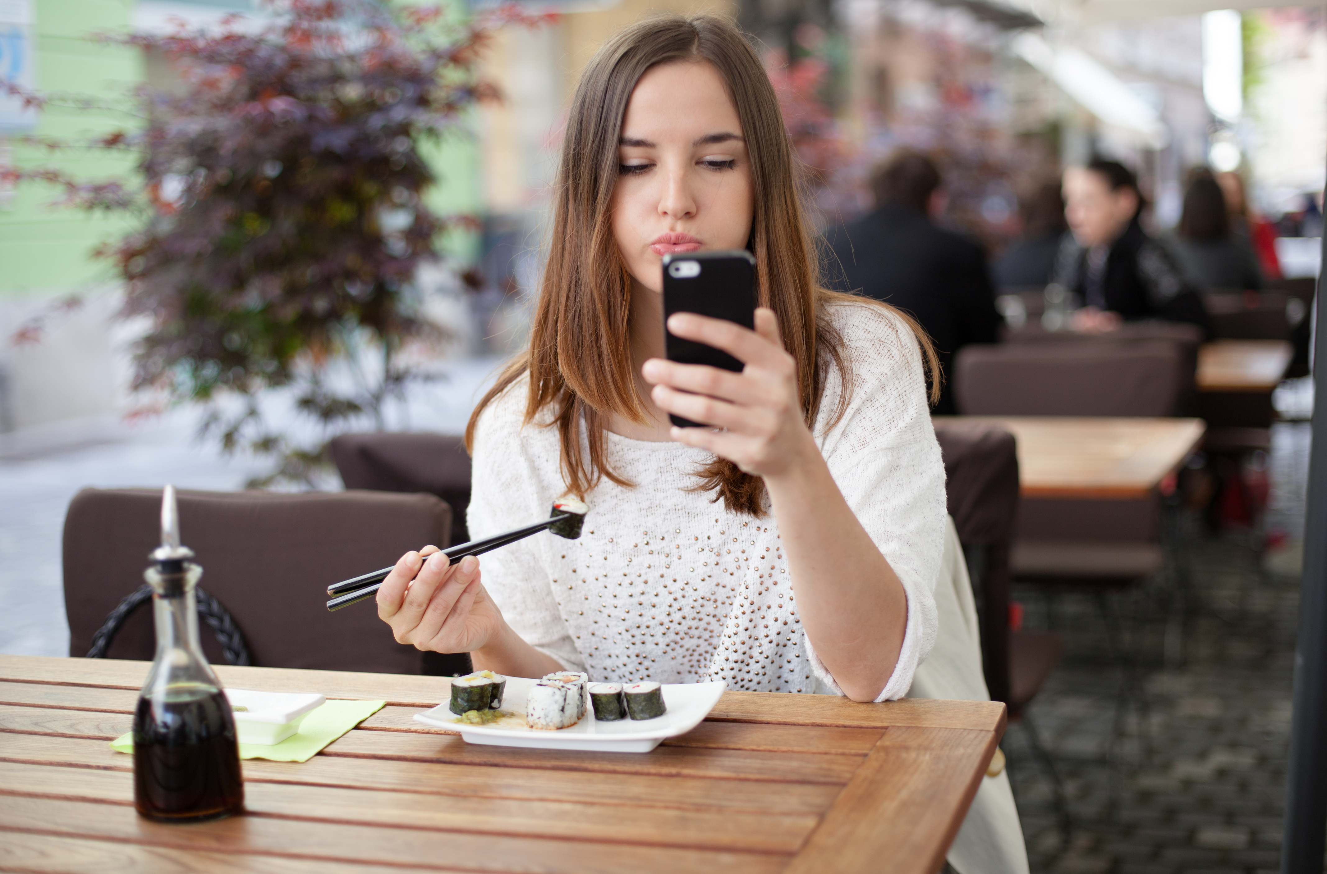 Distracted Eating In Front Of Your Tv Or Your Phone
