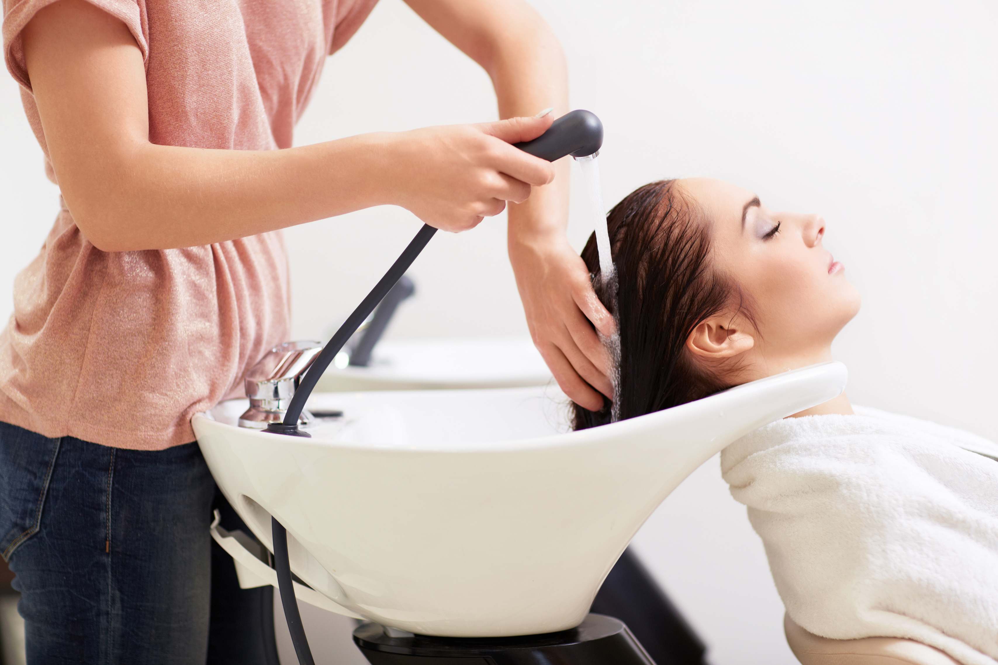 Super Woman Claims Salon Shampoo Session Caused Her Stroke Lawsuit Home Interior And Landscaping Eliaenasavecom