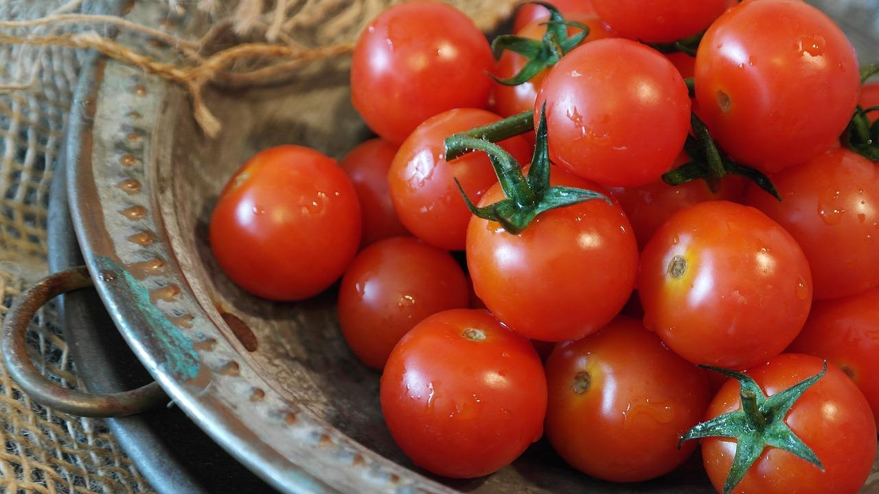 15 Side Effects of Eating too many Tomatoes