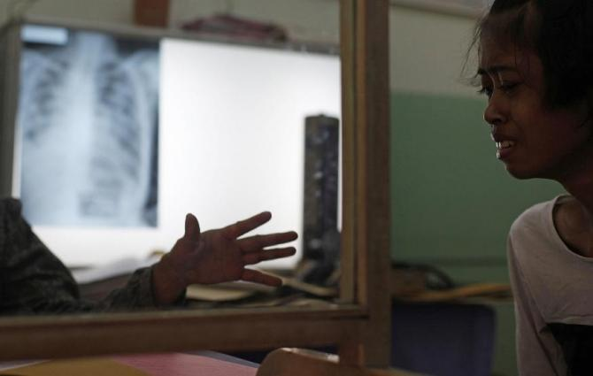A doctor (L) comforts her tuberculosis patient at the Indonesian Union Against Tuberculosis clinic in Jakarta, April 4, 2011.
