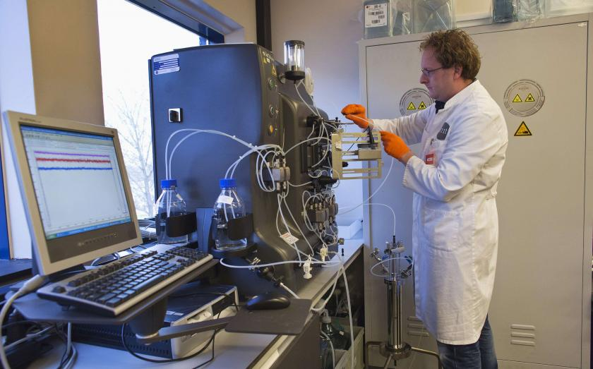 operator installs a chromatography column to purify the gene therapy drug Glybera