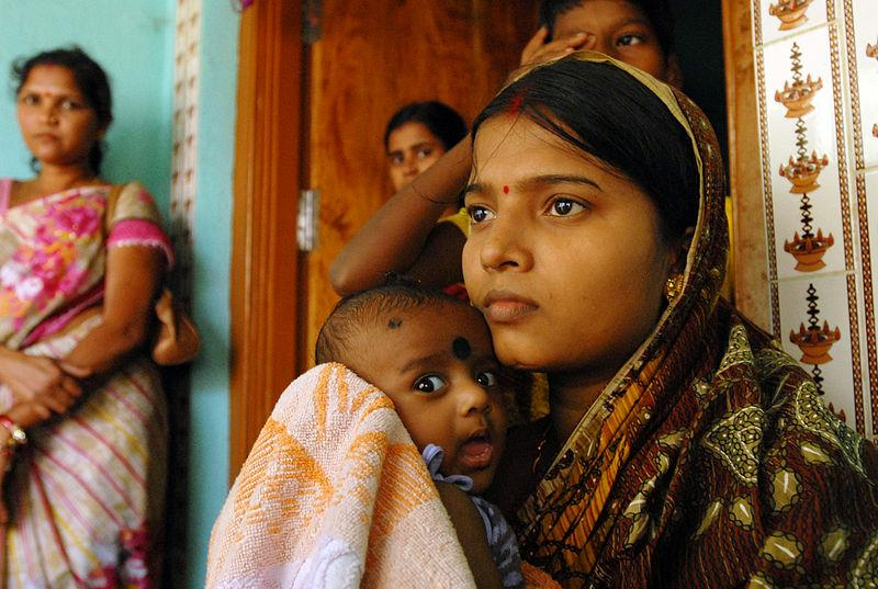 800px-Changing_lives_Ante_and_post_natal_care_for_mums_and_babies_in_Orissa_(6835364123)