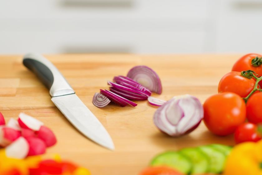 Kitchen Cutting Boards Often Contaminated With Dangerous Bacteria
