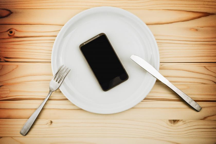 Cellphone Use During Dinner Does Damage