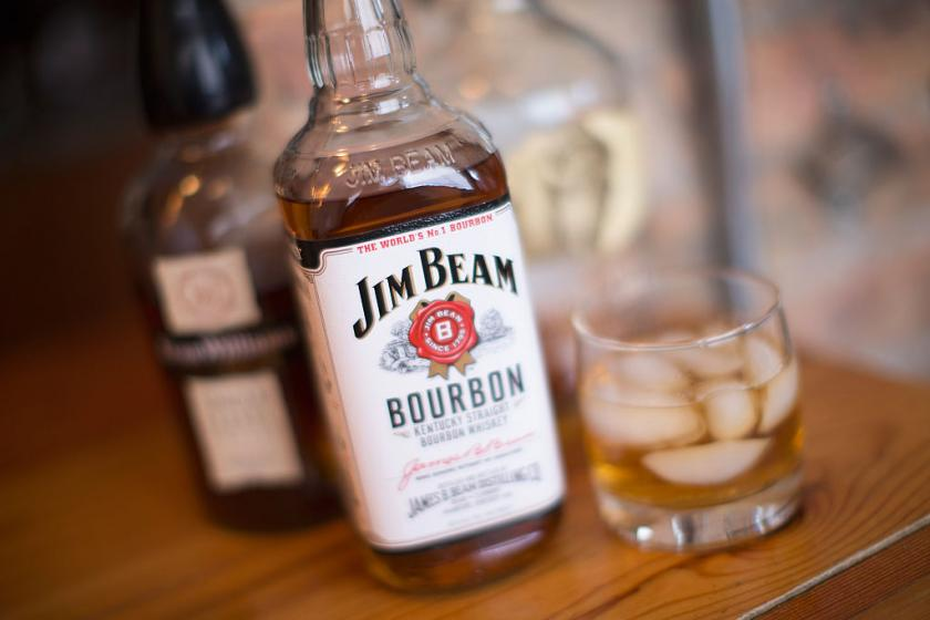 rye whiskey and bourbon each have distinctive flavor but americans