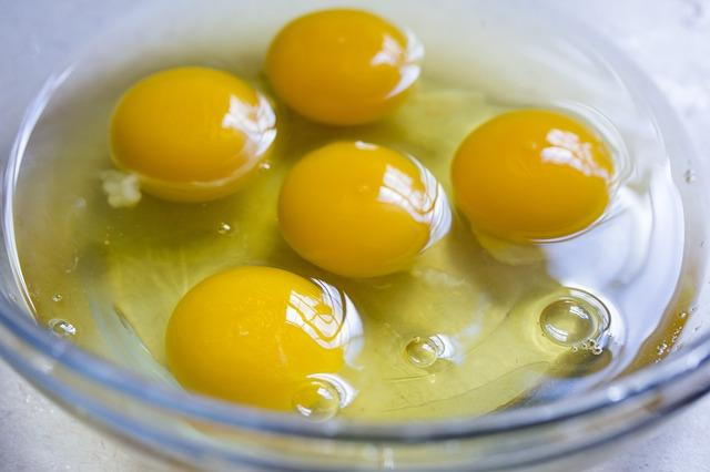 raw food eggs