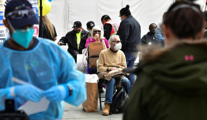 vaccinated-seniors-are-seated-in-a-waiting-area (1)
