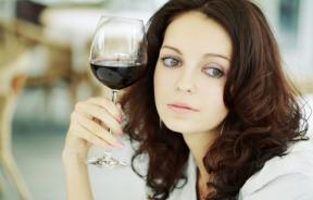 Moderate consumption of alcohol may reduce the risk of developing rheumatoid arthritis by half, according to a new study.