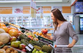 German Grocery Store Banishes Food Packaging