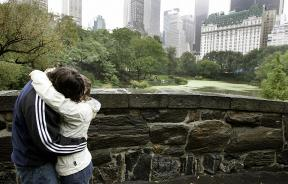 A couple kiss on the Gapstow Bridge in Central Park.