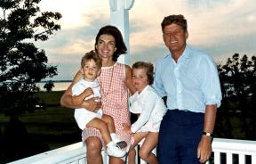 JFK_and_family_in_Hyannis_Port,_04_August_1962