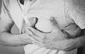 chest-heart-attack-symptoms