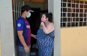 maoli-plaza-is-eight-months-pregnant-but-she