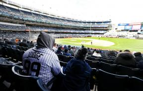 new-york-yankees-fans-watch-their-team-suffer